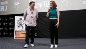 Festival Vice President, Cuauhtémoc Cárdenas Batel presenting Elisa Miller
